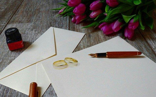 papír, prstýnky a pero
