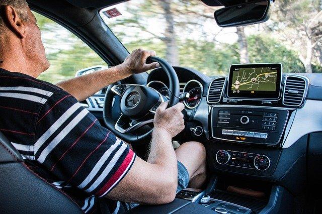 Mercedes-Benz řidič