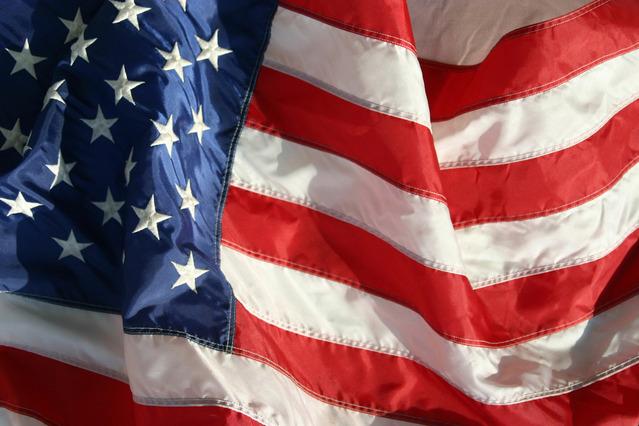 zvlněná americká vlajka