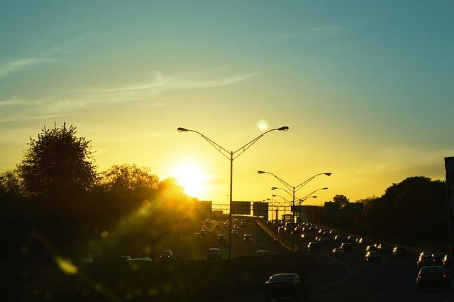 hustý dálniční provoz v podvečer
