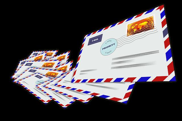 hromádka obálek pro zahraniční poštu