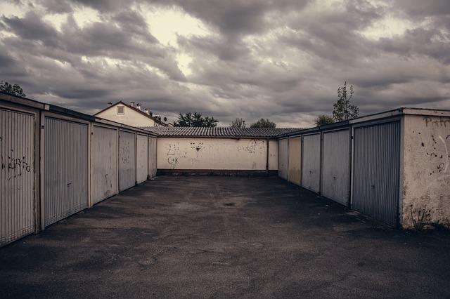klasické samostatně stojící garáže