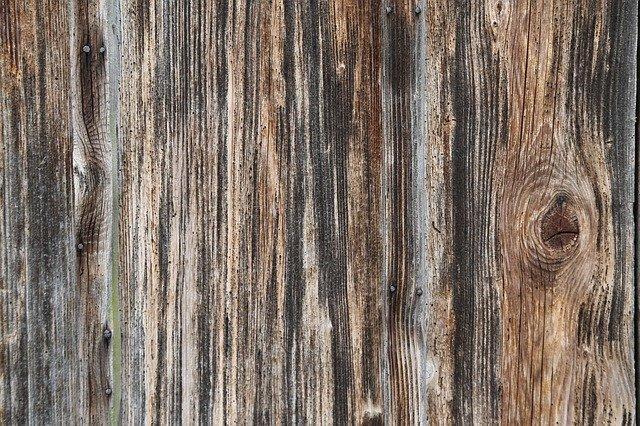 pohled na dřevěný plot zblízka
